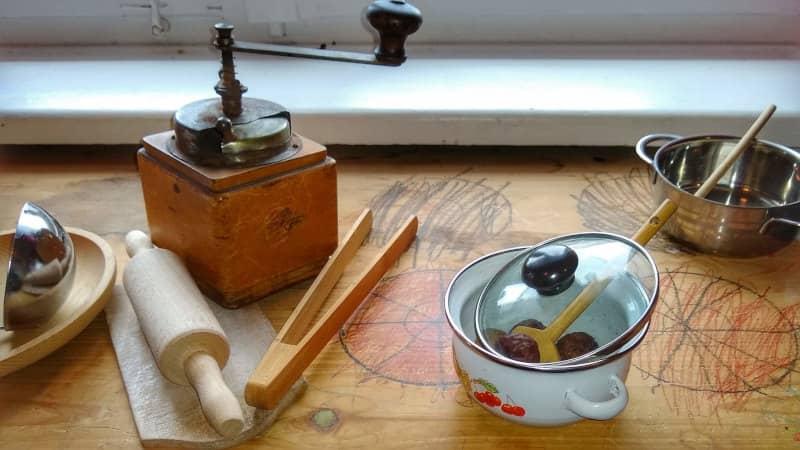 Kochgeschirr und Kochbesteck für Kinder